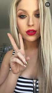 subscribe to shaaanxo on you she is an absolutely amazing person and is great
