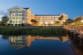 hotel courtyard charleston waterfront
