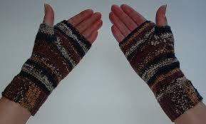 Crochet Pattern For Fingerless Gloves With Thumb
