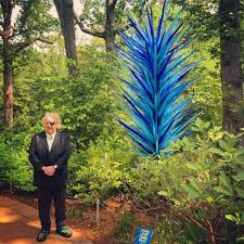 dale chihuly with one of his glass installations at the atlanta botanical gardens
