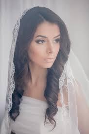 účes Nevesty Je V Priemere Krásne Svadobné účesy Pre Stredne Dlhé Vlasy