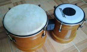 Alat musik ritmis bisa dimainkan dengan cara dipukul, digoyang atau digesek. 6 Alat Musik Pukul Bernada Dan Tidak Bernada Lengkap Lezgetreal