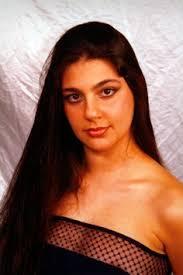 Maria Giovanna Cherchi è nata e vive a Bolotana. Inizia a cantare dall'età di 6 anni, questo, grazie al padre Pietrino, musicista e cantante solista dei ... - MariaGiovannaCherchi3