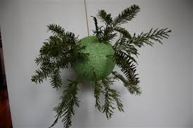 How to Make a DIY Holiday Kissing Ball with Fresh Greenery