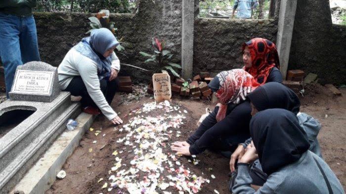 Makam Lina, mantan istri Sule, di (TPU) di Sekelimus Utara 1, Kota Bandung, Sabtu (4/1/2020) siang.