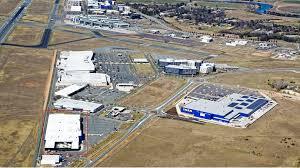 bunnings warehouse canberra airport opens doors