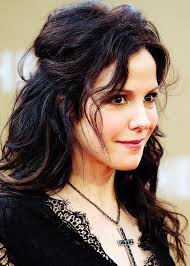 mary louise parker long straight cut mary louise parker went for simple styling with this long straight cut when she attended the inaugural hope north gala