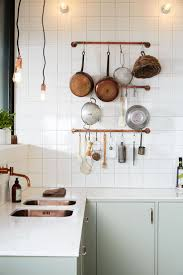 Trend: pale green kitchen / copper accents