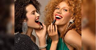 <b>Кушон</b> и <b>хайлайтер</b>: названы основные тренды макияжа 2020