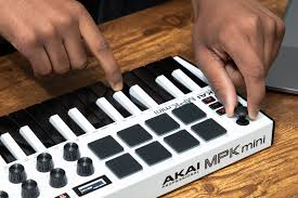 Akai professional provides the best keyboards and keyboard controllers in the industry including the top selling mpk mini. Akai Mpk Mini Mk3 White Usb Midi Pad And Keyboard Controller Midi Keyboard Controllers Controllers Studio And Recording Audio Pa Msv Musikgeschaft Musik Center Hagenbrunn