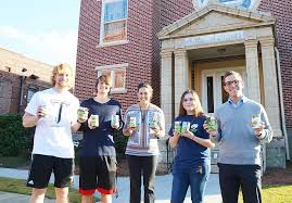 GREEN BEANS FROM HEAVEN: Civic engagement students give back to community -  The Troy Messenger | The Troy Messenger
