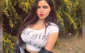 """إصدار الحكم على فتاة الـ """"تيك توك"""" المصرية ريناد عماد بعد إدانتها بصناعة  محتوى غير أخلاقي - صور - Step Video Graph"""