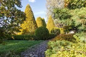 Modern Landscape Design Cottage Garden With Topiary Hedges Trimmed Bushes Modern Landscape