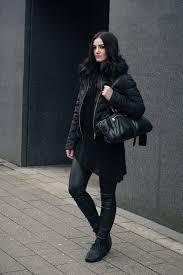 fashion blogger stephanie of faiiint wearing h m quilted padded down jacket with faux fur collar