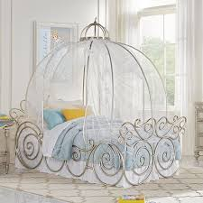 This Cinderella Carriage bed looks perfect! #disneyhome