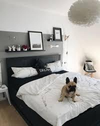 Schlafzimmer Wandgestaltung Graue Wand Schwarzes Bett