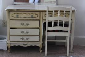 painting a vintage desk