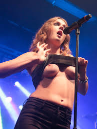 Tove Lo flashing again at a concert celebnsfw