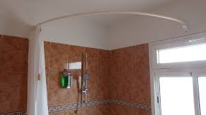 picture of curved shower rod