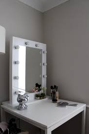Interior Square Make Up Mirror With Light Bulbs Around It With