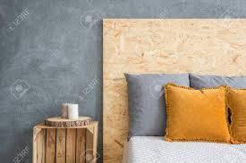 Schlafzimmer Mit öko Bett Mit Osb Kopfteil Und Nachttisch