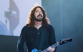 Dave grohl invited his surgeon onstage to sing, and after his strident performance of seven nation army, some are lead singer dave grohl's surgeon did such a great job on the rocker's leg after it was broken, that he was invited onstage at fenway park stadium in boston to join the foo fighters. Dave Grohl If It Weren T For Nirvana Foo Fighters Wouldn T Be In The Same Position That We Re In Now