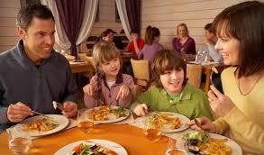 Slikovni rezultat za rucak restoran obitelj