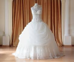 The Dos And Don Ts Of Choosing Your Wedding Dress Glamour