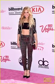 Rachel Platten Shows Off Her Abs at Billboard Music Awards 2016.