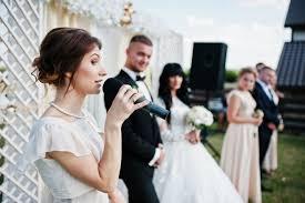 žena In Jak Se Obléknout Na Svatbu Jako Host