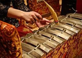 Dengan memukul alat pemukul ke arah membran atau selaput berupa kulit hewan yang terdapat. 10 Alat Musik Tradisonal Bali Beserta Perkembangannya Lengkap