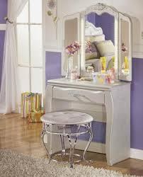 Lighted Bedroom Vanity Bedroom Vanities With Mirrors Vanity Table Mirror With Lights