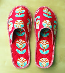 Quilted slippers tutorial - great idea for Mothers Day gift ... & Quilted slippers tutorial - great idea for Mothers Day gift! Adamdwight.com