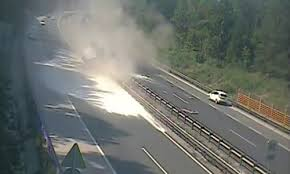VideoSemi truck's tire explodes driving on highway