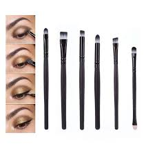 eye makeup brushes and their uses. how to create a eye makeup look using brushes. brushes and their uses