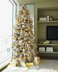 Decorating Christmas Tree With Balls 100 Creative Christmas Tree Decorating Ideas Martha Stewart 8