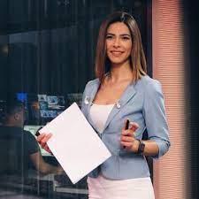 Iletişim, spikerlik, muhabirlik, kamera karşısında kişisel yönetim, habercilik esasları, türkiye'de habercilik, haber türleri, habercilik anlayışı, konu yönetimi gibi pek çok konudaki tecrübesini çeşitli sempozyumlarla, üniversite öğrencilerine yönelik yapılan faaliyetler kapsamında anlatmakta ve bu yönde tavsiyelerde. Buse Yildirim Esi Buse Yildirim Kimdir Ntv Spikeri Buse Yildirim Nereli Kac Yasinda Buse Yildirim Instagram Get In Touch With Buse Yildirim Bseyildirim 179 Answers 753 Likes Design Celling