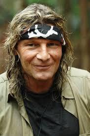 Vincent Raven wird jetzt sexistisch. Bildquelle: (c) RTL / Stefan Menne - vincent-raven-mit-stirnband