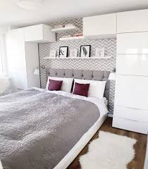 Jetzt mehr über schlafzimmer erfahren erst die richtigen möbel machen unser schlafzimmer zu einem ganz individuellen raum. Schlafzimmer In Weiss Ideen Wie Der Raum Freundlich Und Hell Wirkt