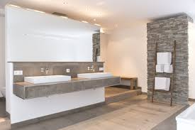Naturstein und Holz: Das Bad mit natürlichen Materialien ...