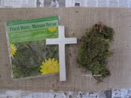 for this cross i used fl moss from wooden cross from michael y glue