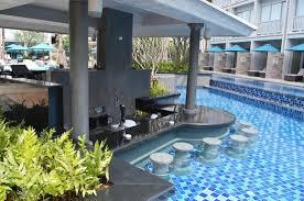 pool bar. Grand Mercure Phuket Patong: Pool Bar
