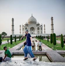 amazing travel experiences that changed my life greg goodman n tourists look on in disbelief as i masterfully moonwalk in front of the taj mahal