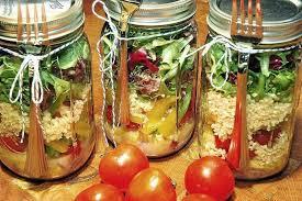 Resultado de imagem para saladas em potes de vidro receitas
