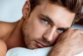 Um Dia de Sol - Em Revisão - Capítulo 6   Homens de olhos azuis, Homens  loiros, Homens de barba