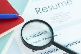 resume types  chronological  functional  combinationresume   magnifying glass