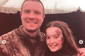 Bella ramsey made her professional acting debut as fierce young noblewoman lyanna mormont in season 6 of game of thrones, a role that quickly became a fan favourite and saw bella return for the next 2 seasons. Look Bella Ramsey Honors Lyanna After Game Of Thrones Giant Scene Upi Com