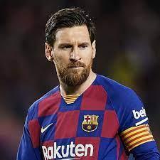 Он играет на позиции правый вингер. Lionel Messi