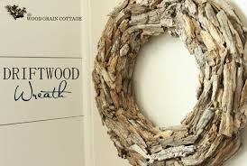 Driftwood Wreath by The Wood Grain Cottage. Here's how: