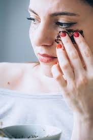 Bacteria or fungus can stay in the skin and create dark circles. How To Make A Coffee Mask For Puffy Eyes Helloglow Co